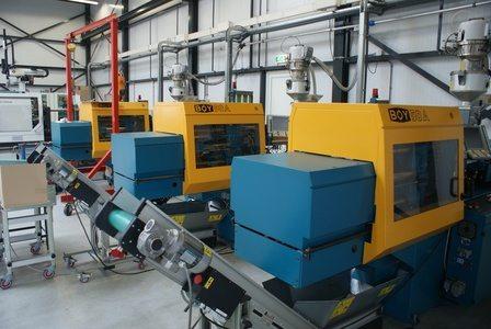 Achtergrond foto 24/7 robotisering Betech Kunststoffen & verhuizing Betech Molding